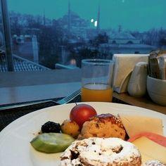 istanbul breakfast... 여행지에서 유적을 바라보면서 조식을 먹을 수 있는 것처럼 매력적인 일은 없을것이다... 게다가 그것이 아야소피아라면 더더욱....