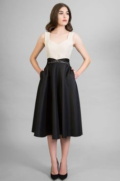 vestido midi beige negro escote corazon Waist Skirt, High Waisted Skirt, Beige, Skirts, Ideas, Fashion, Gowns, Neckline, High Skirts
