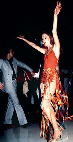 Ca 1977  - on the dancefloor of the Studio 54, I think this lady looks like Uma Thurman!