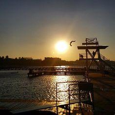 Awesome  by @healingpenn at Eastern Beach #perfecttiming #geelong #lovegeelong #destinationgeelong #easternbeach #nofilter #beach #sunset #liveinvictoria #australia by destinationgeelong http://ift.tt/1JtS0vo
