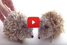 Pour jouer avec les pompons, découvrez comment les attacher entre eux et les tailler pour réaliser des jolis hérissons. ...