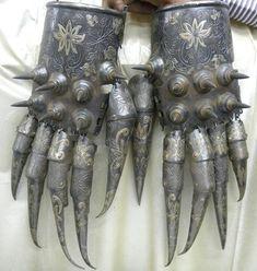 17世紀のムガル帝国、第5代皇帝 シャー・ジャハーンの時代と思われる「アームガード (籠手)」