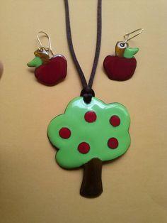 Conjunto árbol y manzanas en esmalte sobre cobre