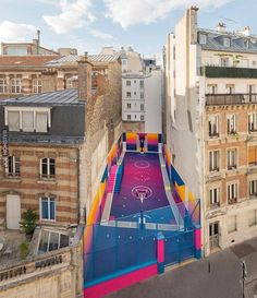 Paryskie boisko do koszykówki w technikolorze - Joe Monster