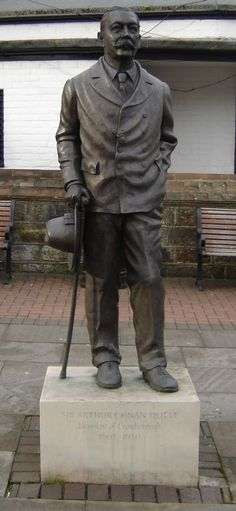 "Arthur Conan Doyle statue in Crowborough: ""Sir Arthur Conan Doyle, Resident of Crowborough, 1907–1930"""