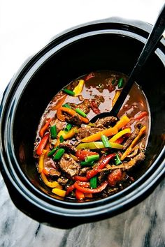 Delicious and simple pepper steak made in the slow cooker. The steak and peppers become super tender after slow cooking all day! Try ASAP Crockpot Steak Recipes, Crockpot Dishes, Crock Pot Cooking, Beef Dishes, Slow Cooker Recipes, Beef Recipes, Cooking Recipes, Healthy Recipes, Stuffed Peppers