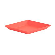 Kaleido is a collection of plates and trays in different sizes and colours. They can be piled up or set next to each other, just the way you want!