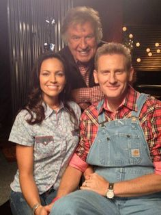 Joey n Rory w/ Bill Gaither  behind them. Bill & Gloria has known Joey since she was a child. Gaith Network has Bill interviewing them, and Gloria prays over Indy. Touching.