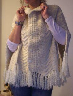 Capa De Lana Tejida A Mano Al Crochet De Mujer - $ 1.800,00