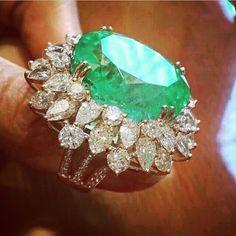 Diamond Rings : Columbian Emerald and Diamonds ~ Farah Khan Fine Jewellery. - Buy Me Diamond Emerald Jewelry, Diamond Jewelry, Gold Jewelry, Jewelry Accessories, Jewellery, Emerald Rings, Diamond Rings, I Love Jewelry, Fine Jewelry