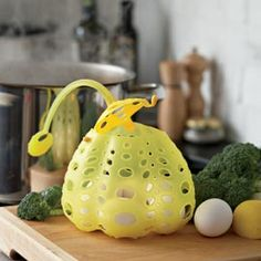 Silicone Steam Pod A new, easy way to steam, blanch, boil—and drain!