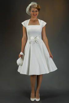 Vintage-Brautkleid elfenbein-weiss, 1950' Trend mit grosser Schleife und Petticoat.
