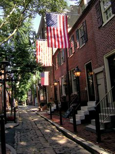 For a charming walk in Center City, stroll down #Philadelphia's Panama Street. #LUPartnerCities