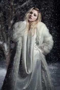 Fashion Photography Poses, Image Photography, Beauty Photography, Editorial Photography, Fur Fashion, White Fashion, Fashion Beauty, Maxi Skirt Outfits