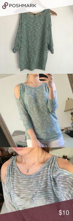Mid sleeve with open shoulder shirt Open shoulder, warm weather wear. Soprano Tops