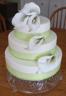 white with green trim | Lovely antique green trimming separating cake tiers and white roses ...