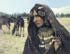 Kuchi nomad of Afghanistan with traditional facial tattoos. Date unknown. Tribal People, Tribal Women, We Are The World, People Of The World, Population Du Monde, Facial Tattoos, Piercing, Tribal Fusion, Folk Costume