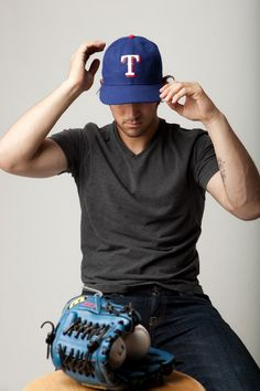 If he was in an Angels hat, that would make this picture 1583837x more attractive.