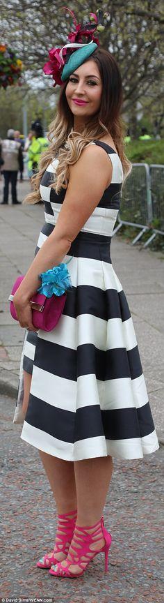 Hoje é Ladies Day e chegadas precoce já estavam definindo o bar alto em tendência midi vestidos
