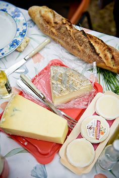 3 Amazing foodie experiences in the Dordogne Valley and Correze - A Gourmet Picnic overlooking the Valley with French cheese and bread.