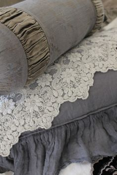 ❥ Lace and steel grey~ how beautiful, I'd like to do the guest bedroom in grey and white.