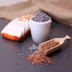 Almohadillas terapéuticas con semillas. Las mismas se calientan en el microondas para transmitir calor y calmar los dolores musculares.