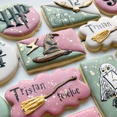 Throw the ultimate Harry Potter birthday party for your favorite witch or wizard in your life with these magical ideas. Harry Potter Cookie Cutter, Harry Potter Torte, Harry Potter Desserts, Harry Potter Treats, Harry Potter Cupcakes, Harry Potter Birthday Cake, Harry Potter Food, Harry Potter Wedding, Blue Sweets