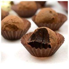 Σοκολατάκια κακάο για κέρασμα ή δώρο — Paxxi Cocoa Chocolate, I Love Chocolate, Chocolate Caramels, Chocolate Gifts, Chocolate Cheesecake, Greek Desserts, Greek Recipes, Oreo Pops, Breakfast Dessert