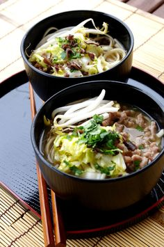 Udon with ground pork, bok choy, black mushrooms and soy sprouts - miso broth - KiyaKuisine - En cuisine asiatique - Asian Recipes Food Design, Healthy Soup, Healthy Recipes, Japanese Soup, Ramen, Asian Kitchen, Asian Soup, Asian Cooking, International Recipes