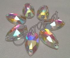 Cristale de cusut lacrima 18x11 mm, Avem diverse dimensiuni si forme( patrat, dreptunghi, rotund, oval), culoare alb cristal cu reflexii de aurora boreala. Women, Crystal, Woman
