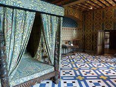 Château de Blois Queen's room - Photos by © Sam Nimitz 1920s Architecture, Medieval Bedroom, Chateau De Blois, Loire Valley France, Castle Bedroom, Queen Room, Honfleur, French Castles, Amiens