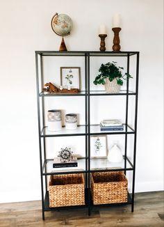 How to style a shelf / Coastal style Decor Living Room Storage, Home Living Room, Living Room Decor Colors, Bedroom Decor, Ikea, Style Deco, Florida Home, Modern Interior Design, Diy Home Decor