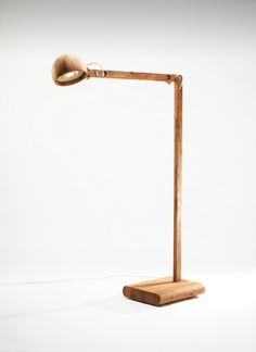 Lampa stojąca drewniana wykonana ręcznie w polskiej pracowni. Idealna do salonu czy sypialni Wysokość: 160 cm http://gotowewnetrza.pl/sklep/kaka-d-lampa/