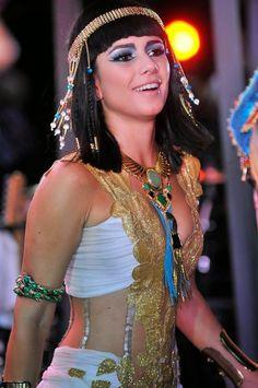 Cantora está curtindo a festa na capital baiana e causou confusão na sua chegada.     Primeiro, Paula Fernandes encarou uma multi...