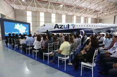 A cerimônia de entrega contou a presença de tripulantes e funcionários da Azul (Embraer)