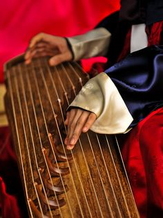 GAYAGEUM : Woman performing on an instrument known as a gayageum. Jeju, S. Sound Of Music, New Music, Indie Music, Koto Instrument, Korean Instruments, Les Paul Custom, Kalimba, Learn To Play Guitar, Korean Wave