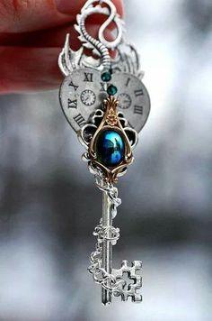 Key Jewelry, Cute Jewelry, Jewelery, Jewelry Accessories, Key Crafts, Magical Jewelry, Key To My Heart, Key Necklace, Key Pendant