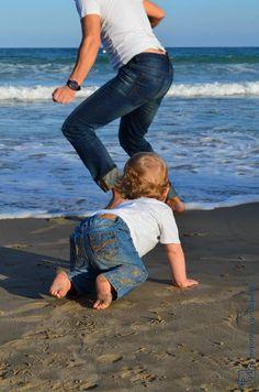 """""""El niño que no juega no es niño, pero el hombre que no juega perdió para siempre al niño que vivía en él y que le hará mucha falta."""" Pablo Neruda . #niño #infancia #juego #pabloneruda #quotes #fotografia #tpyd"""