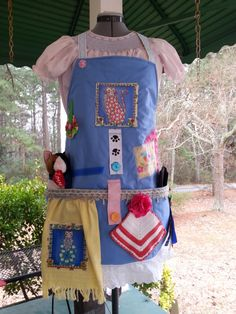 This apron has the same activities and textured fabrics as a Fidget Lap Quilt. This apron is for the patients that have a problem keeping up with their personal items.