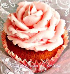Απαλή κρέμα βουτύρου - Cup cakes βανίλιας με φράουλες