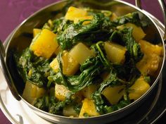 Pan-fried Turnips, Potatoes and Fresh Spinach - F O O D - Recettes Vegetable Recipes, Vegetarian Recipes, Healthy Recipes, Healthy Food, Salad Dressing Recipes, Salad Recipes, Salty Foods, Entrees, Spinach