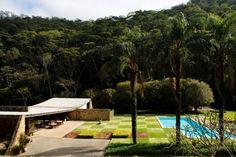 1954 - Oscar Niemeyer (1907-2012) projetou em 1954 a residência Edmundo…