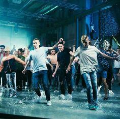Από το τραγουδι:Dance with you