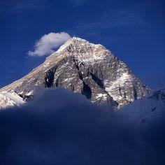 Erste Eroberung des Mount Everest vor 60 Jahren: Vom Abenteuer zur Massenschlägerei <> Einsam ragt er auf, der Mount Everest - der mit 8848 Metern höchste Berg der Welt. Doch so einsam ist es dort gar nicht mehr.