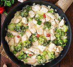 Serpenyőben sül a legfinomabb brokkolis csirkemell - Tejszínes, sajtos szósszal az igazi