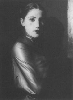 La Ley del mas Débil: Artur Nikodem Female Portrait, Woman Portrait, Vintage Beauty, Portrait Photography, Original Artwork, Mona Lisa, How To Look Better, Feminine, Black And White