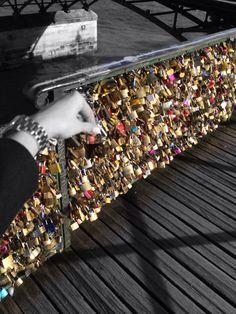 Love lock bridge -Paris Toutist Places BHOJPURI ACTRESS RAKHI TRIPATHI PHOTO GALLERY  | 4.BP.BLOGSPOT.COM  #EDUCRATSWEB 2020-05-24 4.bp.blogspot.com https://4.bp.blogspot.com/-q4Vd8V9xo88/VlbugYPcW-I/AAAAAAAAFIk/0UlV_82aXR4/s1600/bhojpuri-actress-rakhi-tripathi-hot-photo-5.jpg