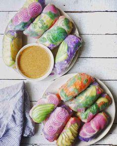 Fourrez des feuilles de riz avec de jolis légumes pour des rouleaux ultra-colorés.