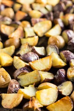 With just 3 ingredients these yummy Low FODMAP Roasted Potatoes are an easy side dish to make eat and reheat (as leftovers)! Supper Recipes, Side Recipes, Fall Recipes, Holiday Recipes, Fodmap Breakfast, Breakfast Recipes, Fodmap Meal Plan, Fodmap Recipes, Fodmap Foods