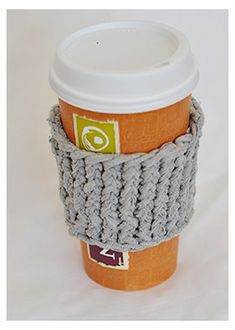 """Upcycle an Old T-shirt into a """"Yarn"""" Coffee Cup Sleeve - Loom Knit"""